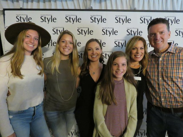 Sam Perry, Peyton Perry, Leah Yetter, Chay Perry,Carrie Perry, Todd Perry.jpg