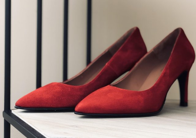 red-shoes-plumbottom.jpg