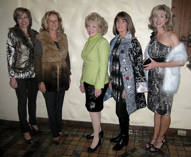 Wearing Presence: Marla Gibson, Sarah Kunst, Jeanne Arnold, Ginny Madeira & Carolyn Plummer